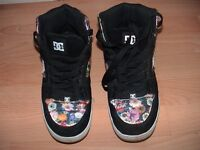 ladies trainer DC shoe Co USA flower pattern black trainer size 7 UK wembley