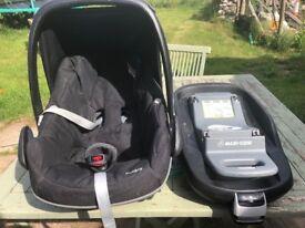 Maxi Cosi Pebble Car Seat and Maxi Cosi Family Fix Base
