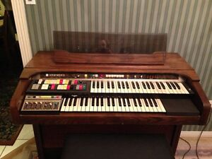 NEW PRICE  - Hammond Organ - 9900 Dolphin Series