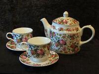 Sadler teapot with 2 cups and saucers