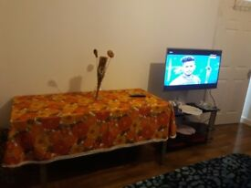 Single bedroom for student or lady in a family house in Southall wifi