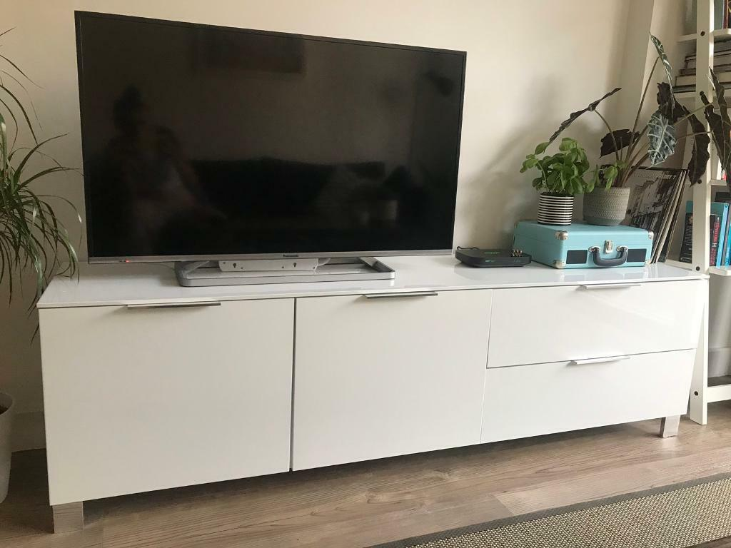 00 Modern Tv – Meta Morphoz