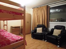 Short let twin or triple room in Limehouse station. £190pw all incl