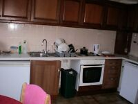 ROOM SHARE IN ROEHAMPTON FOR .AVAILABLE NOW..£75 pw (bills inc)