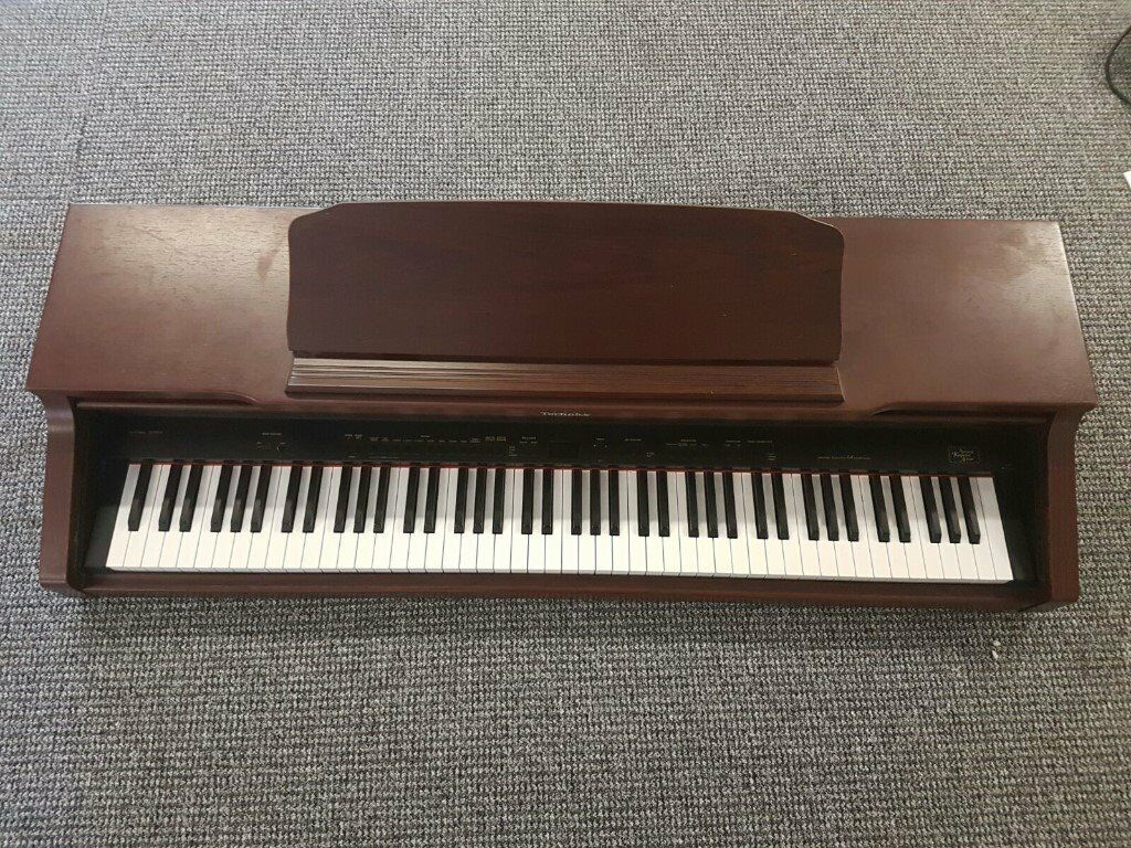 4 Electric organs non-working. Spares and Repairs only