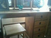 Mexican pine dressing table with stool