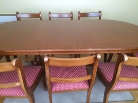 Classic mahogany dinning room table with 8 chairs - including 2 carver chairs.