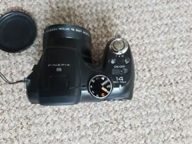Fujifilm FinePix S2800HD 14.0MP 18x zoom 4 batt rechargeable and charger