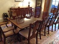 Stunning mahogany extendable dining table with 10 chairs (2 carvers)