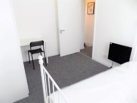 Lovely room available in student house in Salford / HMO