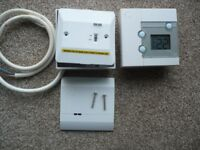 SALUS RT300RF DIGITAL WIRELESS ELECTRONIC THERMOSTAT ( p&p available).