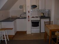 Private Landlord has a double room with built-in kitchen and off-street parking