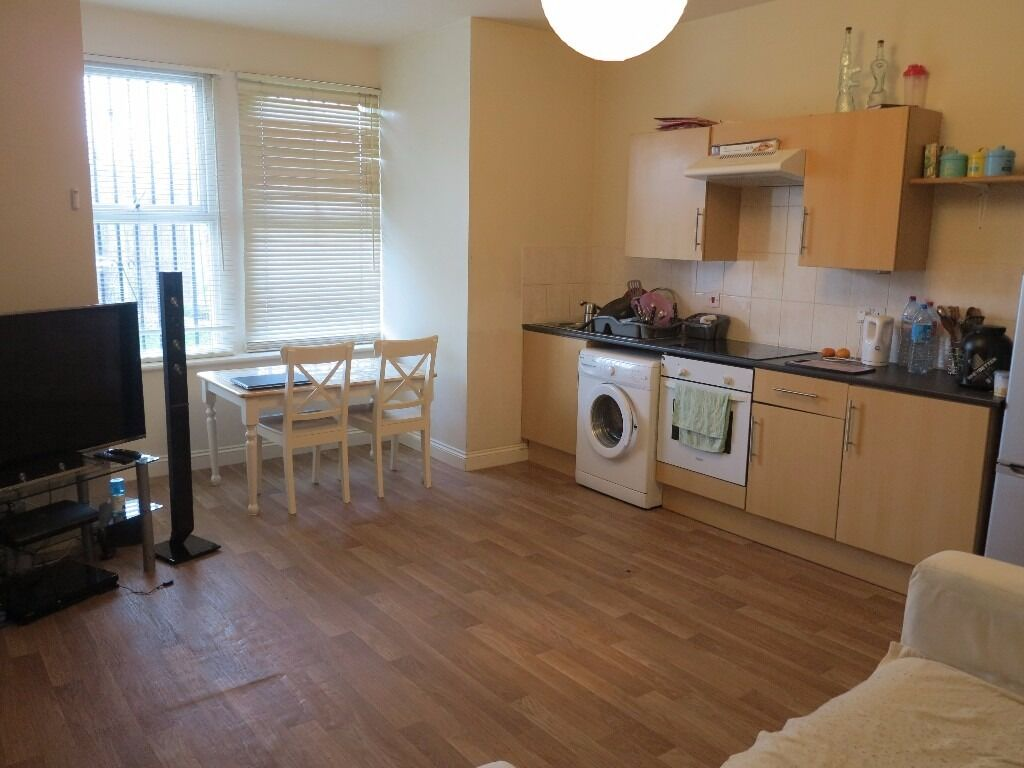 One Bedroom Flat In Beeston Furnished. including heating £400pcm
