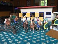 Schleich horse stable, 13 Schleich horses, 4 Riders, Horse box and accessories. Excellent Condition