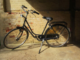 Comfortable Ladies, Dutch Gazelle Bicycle with 4 gears