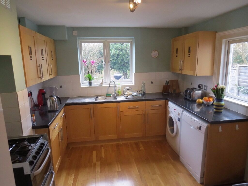 A modern spacious 3 double bedroom terraced house two receptions kitchen diner Dale Grove N12