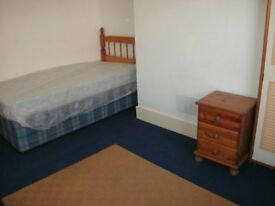 3 double furnished rooms £65/£70 pw inc bills 5 mins town/law uni on friargate