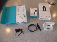 FIT BIT ALTA ACTIVITY TRACKER, CHARGER AND SPARE WRISTBAND IN EXCELLENT CONDITION