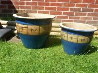 2x large glazed ceramic pots.