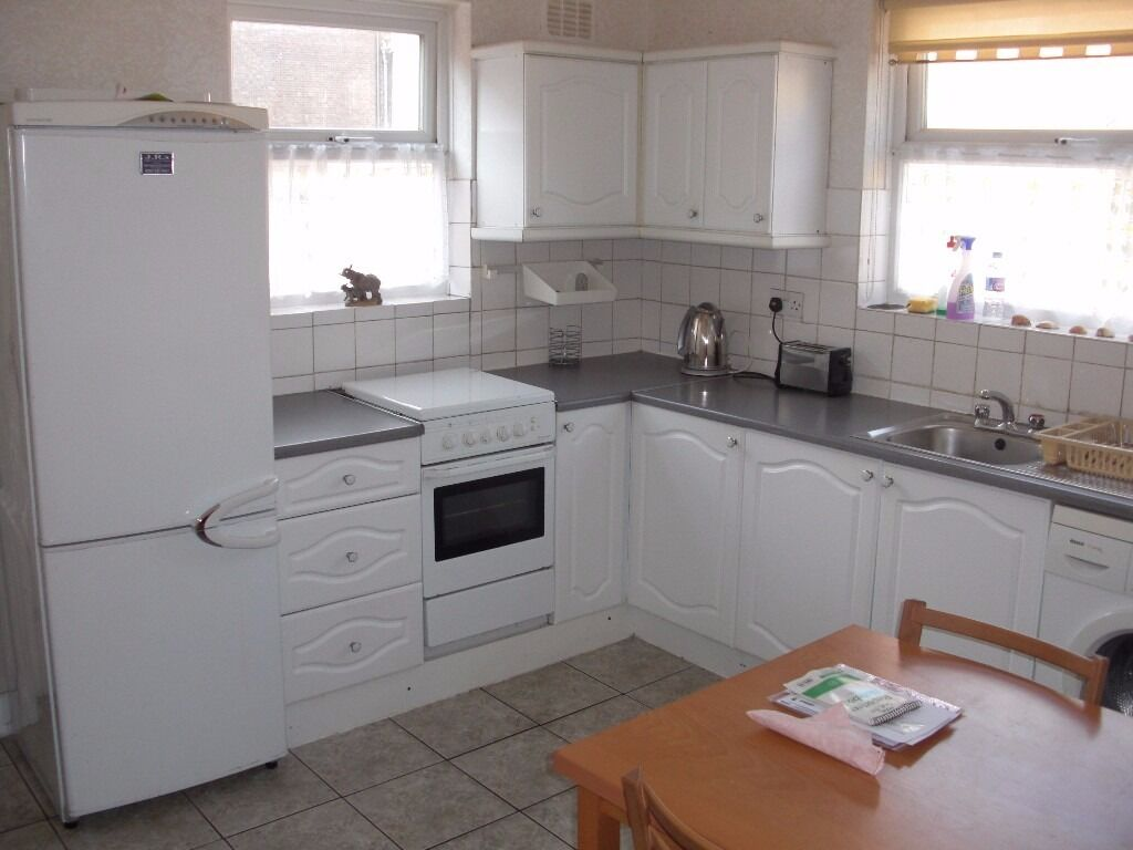 ~~~Bargain~~~ 1 bedroom flat in Tooting Broadway, minutes from station AVAILABLE NOW!