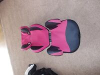 Car seat with detachable back, good condition