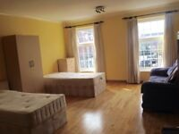 LARGE KINGSIZE ROOM AVAILABLE NOW NEAR EALING BROADWAY !!!
