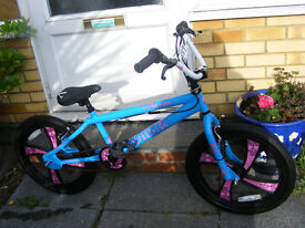 "GIRLS 20"" MAG WHEEL BMX BIKE HARDLY BEEN USED IN GREAT WORKING CONDITION AGE 7+"