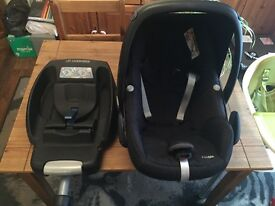 Maxi Cosi Pebble Car Seat / Carrier - Rear Facing - Inc Easy Fix Base