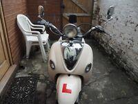 Lexmoto white valencia scooter 125cc - with bike lock