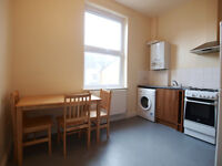Bright & modern 4 double bedroom flat in a Vicotorian conversion located 10 mins from Holloway tube