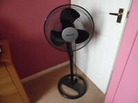 Black Floor Fan, oscillates, fan 16 inches