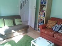 Lodger wanted. Large double room in a house on a quiet street near to Cowley Centre
