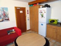 Available for Female Student Double bedroom in 4 bed house 2 minutes from Aberdeen Uni