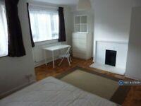 3 bedroom flat in Ambleside, London, NW1 (3 bed) (#979084)