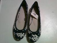 Ladies Old Navy shoes, size 7, NEVER WORN; new low price!