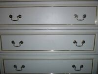 4 Drawers Chest with golden frame used in good condition with minor cosmetic wear £ 20