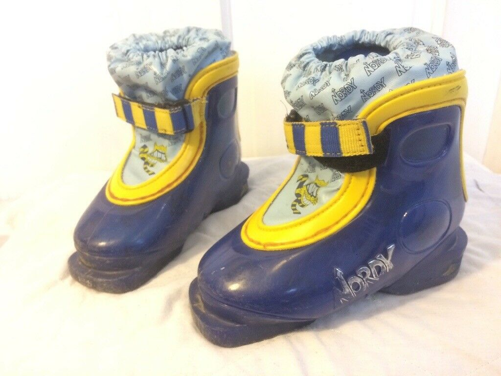 Ski boots for toddler / young kid, child size UK 8-9 (16-16.5) in blue and yellow