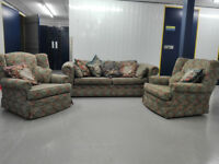 Lovely cottage vintage floral 3 seater sofa settee + 2 chairs suit in good condition / free delivery