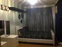 DOUBLE BEDROOM ONLY TO RENT £160 P.W BILLS INCLUDED