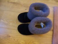 Ladies UGG Boots Size 3 Black Only Worn A Couple Of Times