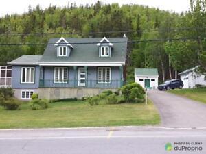 274 000$ - Maison à un étage et demi à vendre à Gaspé