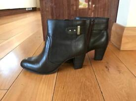 Ladies brown M&S ankle boots-size 5.5 wide fit-never worn