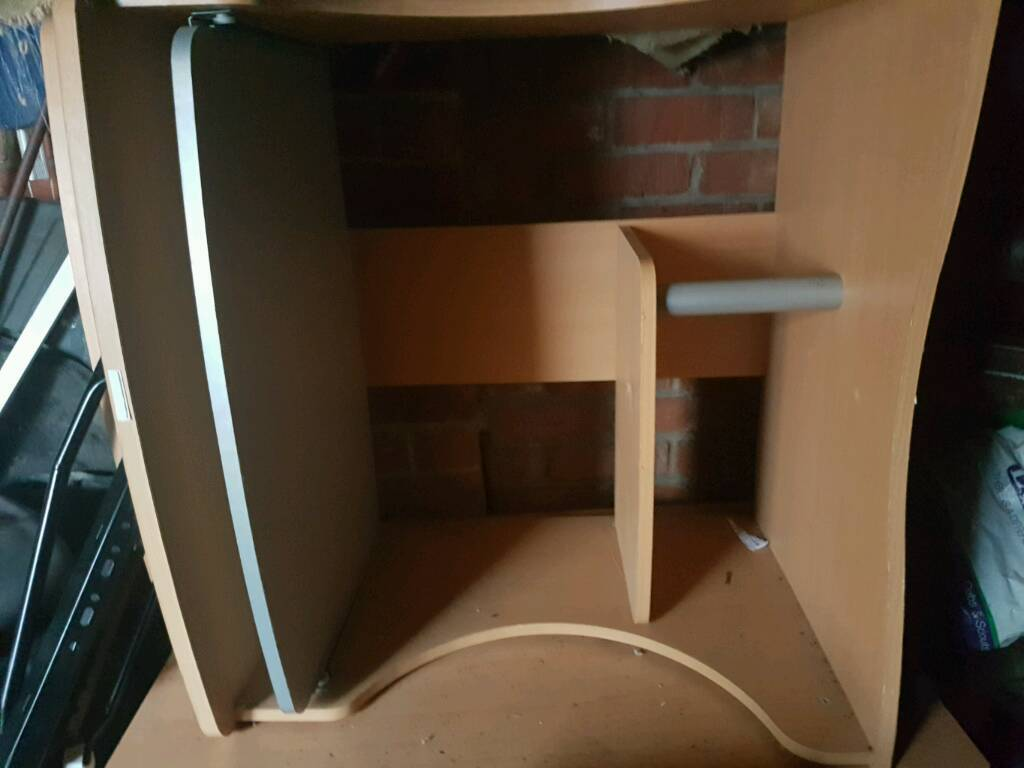 Computer deskin Ashington, NorthumberlandGumtree - Good condition desk with shelfs and move able keyboard tray