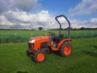 Kubota B2530 4 wheel drive compact tractor (digger dumper trailer)