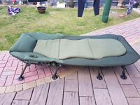 Nash indulgence wide boy 6 leg bedchair and frostbite 5 season bag carp fishing