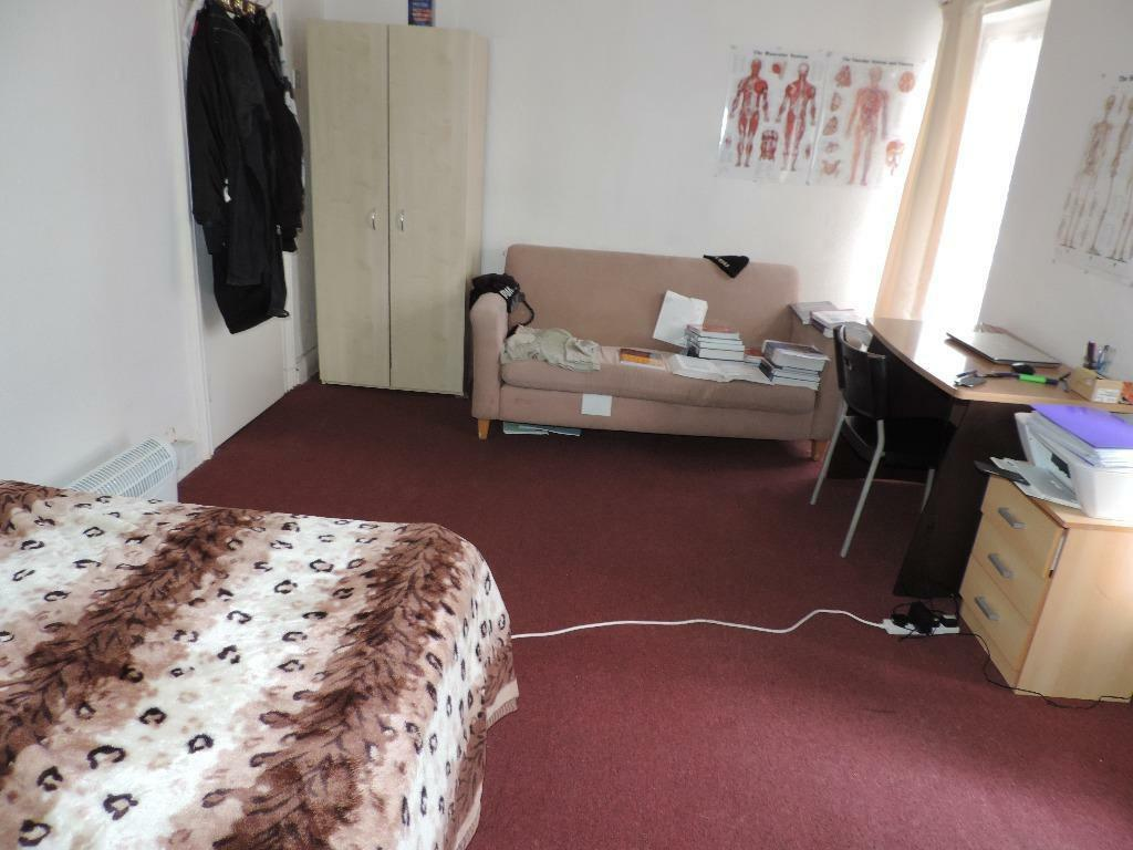 Cathays Terrace,Cathays, 2 Bed Flat, £640 **AVAILABLE 01/02/2017**