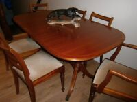 VINTAGE CHERRY WOOD TABLE AND 6 CHAIRS.