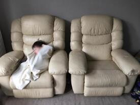 La-Z-Boy recliners x 2