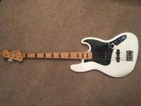 Squier Vintage Modified 70's Jazz Bass Guitar in Arctic White