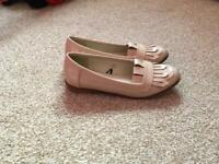 Cream shoes size 4